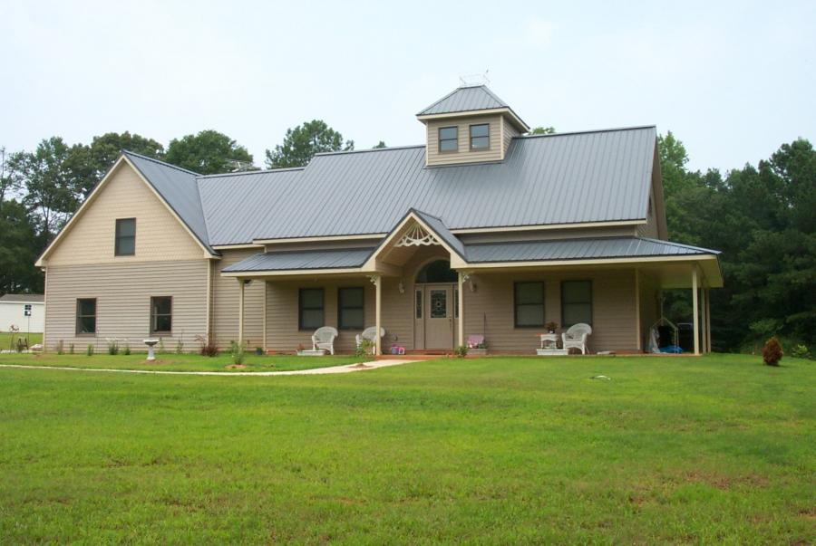 Cost to build a pole barn house texas barndominiums for How much does it cost to build a farmhouse
